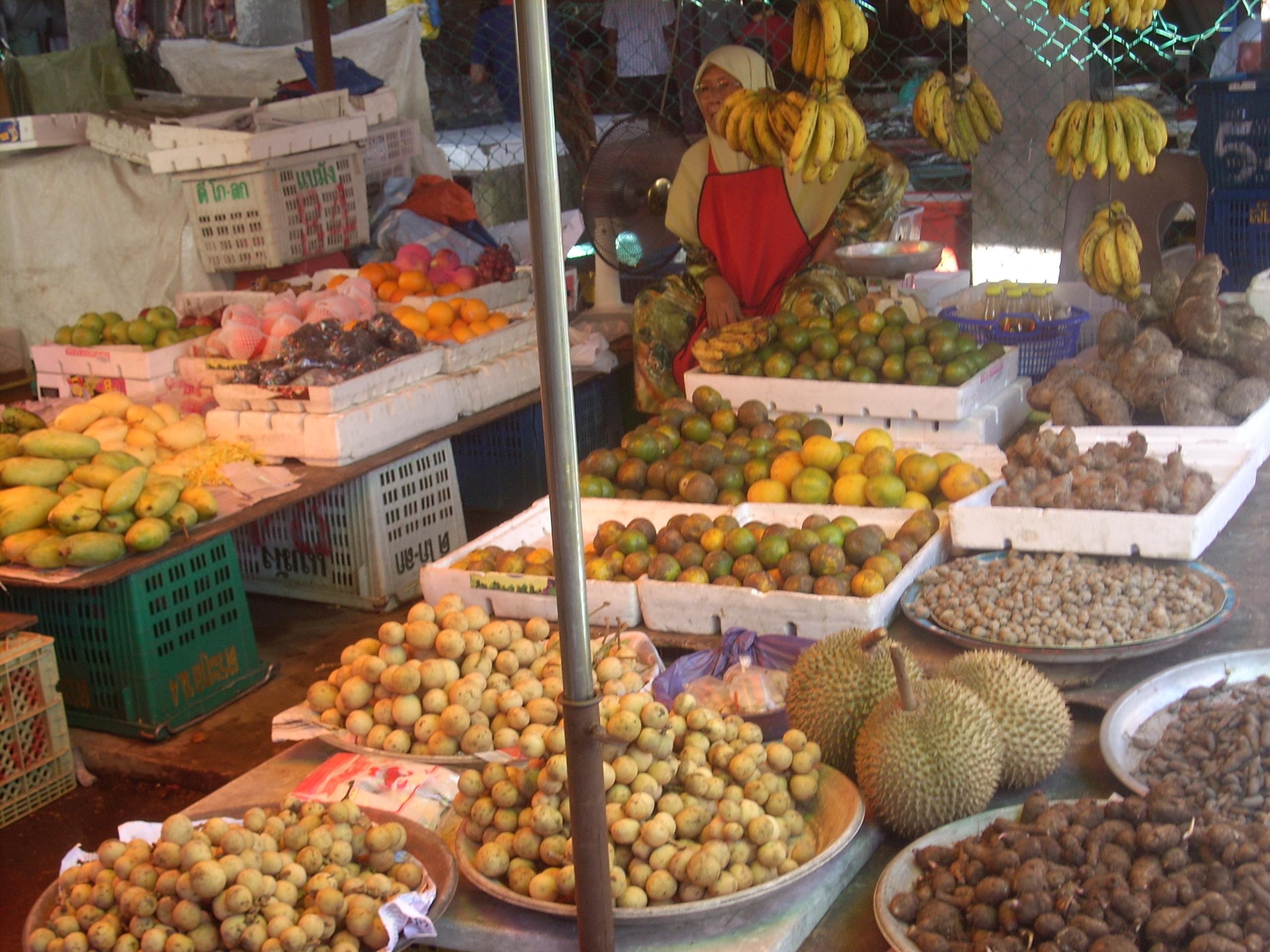 Buahan tempatan dan dari luar di Rantau Panjang