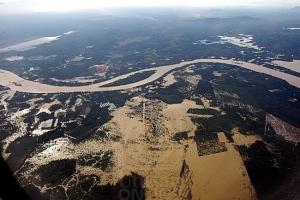 Pemandangan dari udara menunjukkan keadaan sebahagian kawasan negeri Pahang yang masih teruk dilanda banjir akibat limpahan Sungai Pahang, kelmarin.– BERNAMA -