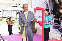 Wakil Ekonomi dan Pejabat Kebudayaan Taipei di Brunei Darussalam, Albert Huang merasmikan .