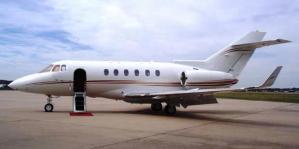 Pesawat Hawker 850XP. Mencarter pesawat ternyata tak hanya dimaksudkan untuk liburan atau wisata.
