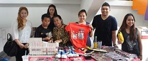 Antara peserta yang menyertai bazar berkenaan.