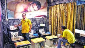 Kedai urut milik Encik Latiff