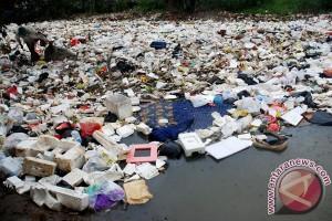 20130419Sampah-Sungai-Cikapundung-180413-FJ-1