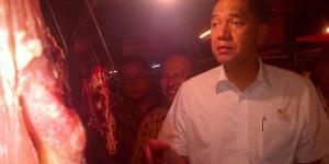 Menteri Perdagangan Gita Wirjawan melakukan Sidakke Pasar Kosambi Kota Bandung, Kamis