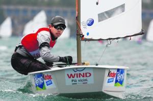 Loh Jia Yi. 15 tahun, menangi kejuaraan secara keseluruhan bagi kategori individu
