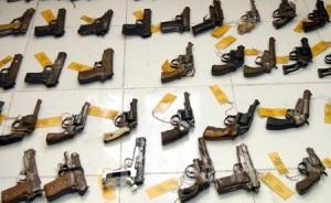 Berbagai jenis senjata api (senpi) hasil razia dan operasi Polisi (ilustrasi)