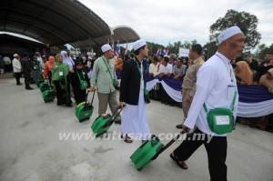 Sekumpulan jemaah haji Thailand berlepas untuk menunaikan rukun Islam kelima itu