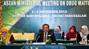 Dato Paduka Haji Hamdan semasa mempengerusikan Mesyuarat Persediaan Pegawai-pegawai Kanan
