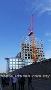 SALAH sebuah bangunan pasang siap berteknologi tinggi yang dibina di Jepun.