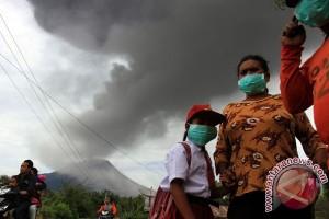 Gunung Sinabung kembali meletus sekitar 12.05 WIB. (ANTARA FOTO/Irsan Mulyadi) (