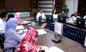 PEGAWAI Daerah Belait, Awang Haji Haris bin Othman ketika mempengerusikan majlis muzakarah kempen kebersihan dan taklimat penyakit JE