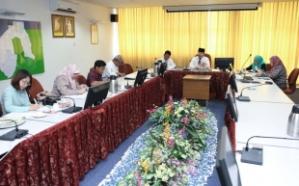 PENGARAH Pengangkutan Darat, Awang Haji Abdul Khalid bin Haji Mustafa semasa menjelaskan kepada para media mengenai perkembangan SiKAP.