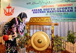 PEMANGKU Menteri Kebudayaan, Belia dan Sukan, Yang Mulia Datin Paduka Dayang Hajah Adina binti Othman