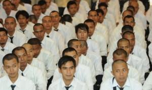 Tenaga kerja Indonesia (TKI) bersiap untuk diberangkatkan