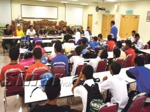 Pelajar yang ditangkap kerana ponteng sekolah mengikuti kaunseling