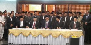 Menteri Agama Lukman Hakim Saifuddin memimpin Sidang Isbat Awal Syawal 1435 H di Kementerian Agama, Minggu (27/7/2014) malam