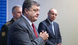 Presiden Ukraina, Petro Poroshenko menggelar jumpa pers terkait ditembak jatuhnya pesawat Malaysia Airlines MH17 di di Kiev, Ukraina, 17 Juli 2014.   (AP Photo)