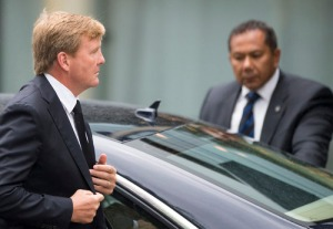 King Willem-Alexander arrives in Nieuwegein to meet relatives. Photo: Reuters