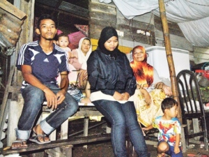 Keadaan dalam bangsal yang didiami 14 ahli keluarga di Kampung Demit, Kubang Kerian