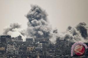 Asap membubung saat serangan udara Israel di Kota Gaza timur, Palestina (REUTERS/Ahmed Zakot)