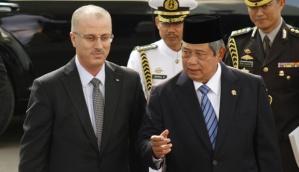 Presiden Susilo Bambang Yudhoyono mendampingi Perdana Menteri Palestina Rami Hamdallah