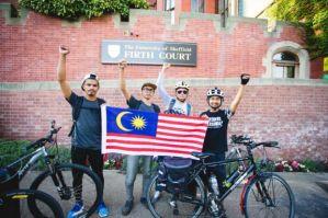Badrul Hisham Burhanuddin (kiri) mengetuai kumpulan empat remaja yang akan berbasikal dari UK ke Malaysia untuk sebarkan mesej kemanusiaan.