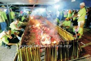 Sebanyak 3,600 batang lemang berjaya dibakar dalam Pesta Bakar Lemang Dewan Undangan Negeri Chini di Bandar Dara, Chini.