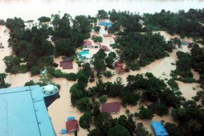 Tinjauan dari udara yang dirakamkan fotoBERNAMA pada Isnin menunjukkan perkampungan sepanjang Sungai Pahang di daerah Temerloh yang dilanda banjir luar biasa.